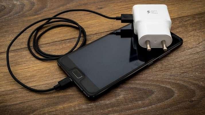 Nie len Apple chce odstrániť nabíjačku z balenia iPhonu. Podobne uvažuje už aj Samsung.