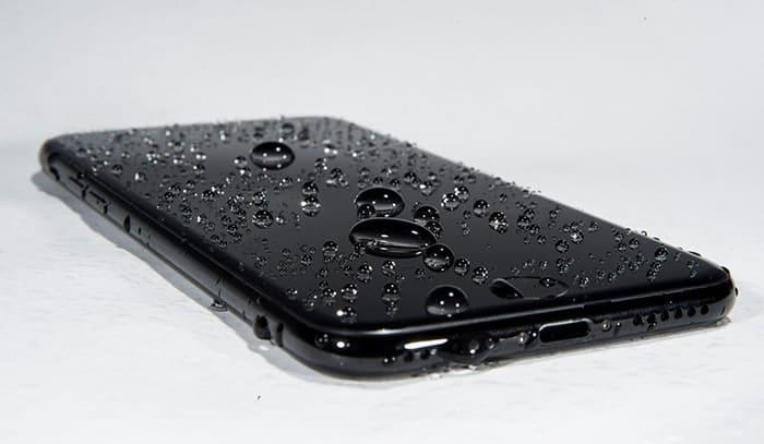 iPhone reproduktor voda