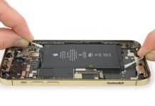 Rozobratý iPhone 12 a iPhone 12 Pro