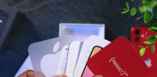 iPhone bez nabíjačky a slúchadiel a novom len s jednou nálepkou.