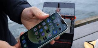 iPhone 12 vs iPhone 11 skúška vodeodolnosti