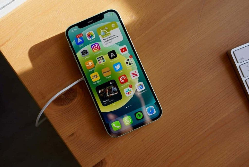 Kúpte si v Číne Huawei Mate 40 Pro a k tomu dostanete iPhone 12 zadarmo.