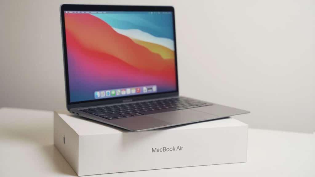 Toto sú prvé unboxing videá nových Macov s čipom M1!