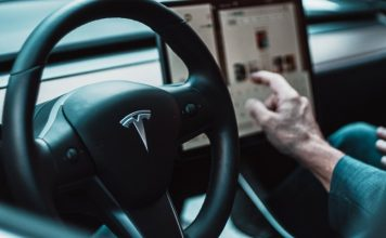 Apple Music v palubnom systéme Tesla