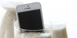 Vkladanie utopeného telefónu do ryže. Funguje to alebo je to len mýtus?