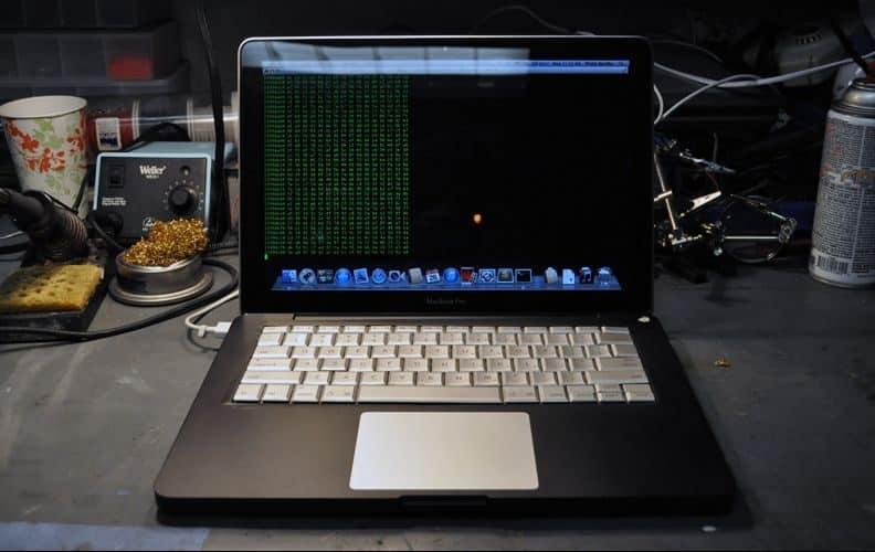 Chlapík hackol systémy Applu, Microsoftu a ďalších.