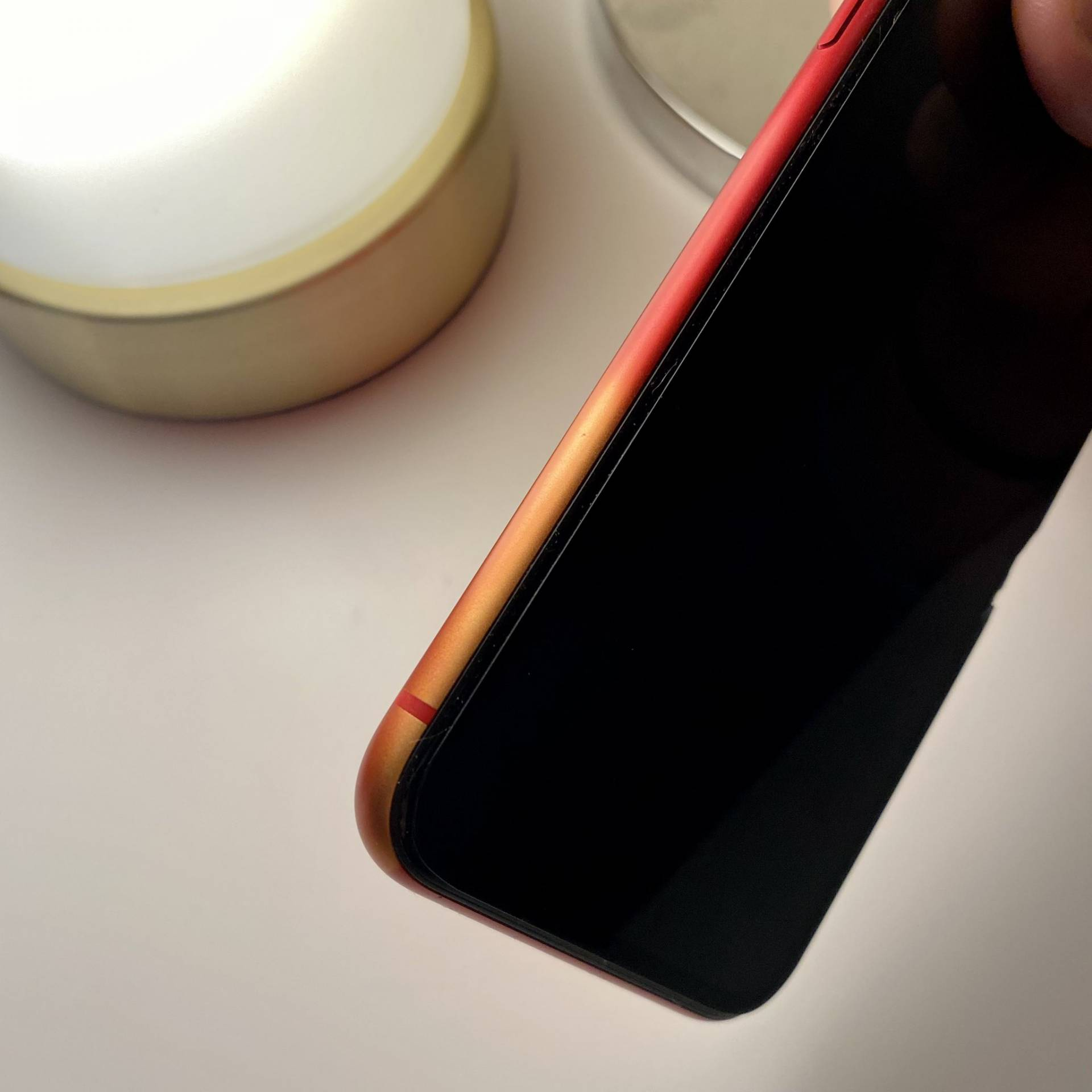 Červená farba miznúca z iPhonu SE 2. generácie