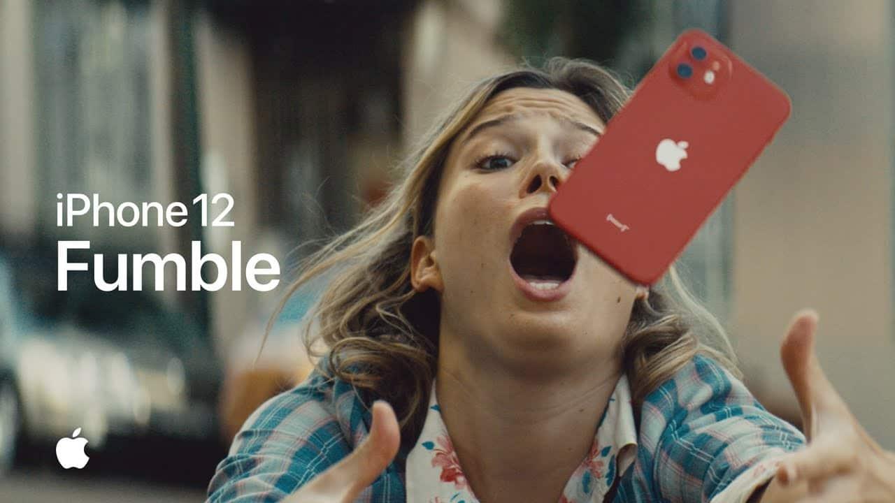 Apple sa v novej reklame chváli vysokou odolnosťou iPhonu 12