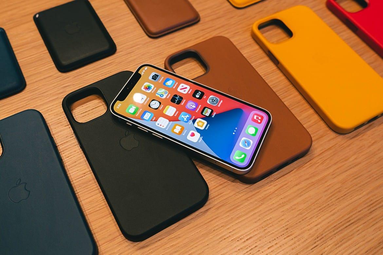 Apple chystá nové jarné farby pre MagSafe púzdra na iPhone 12!